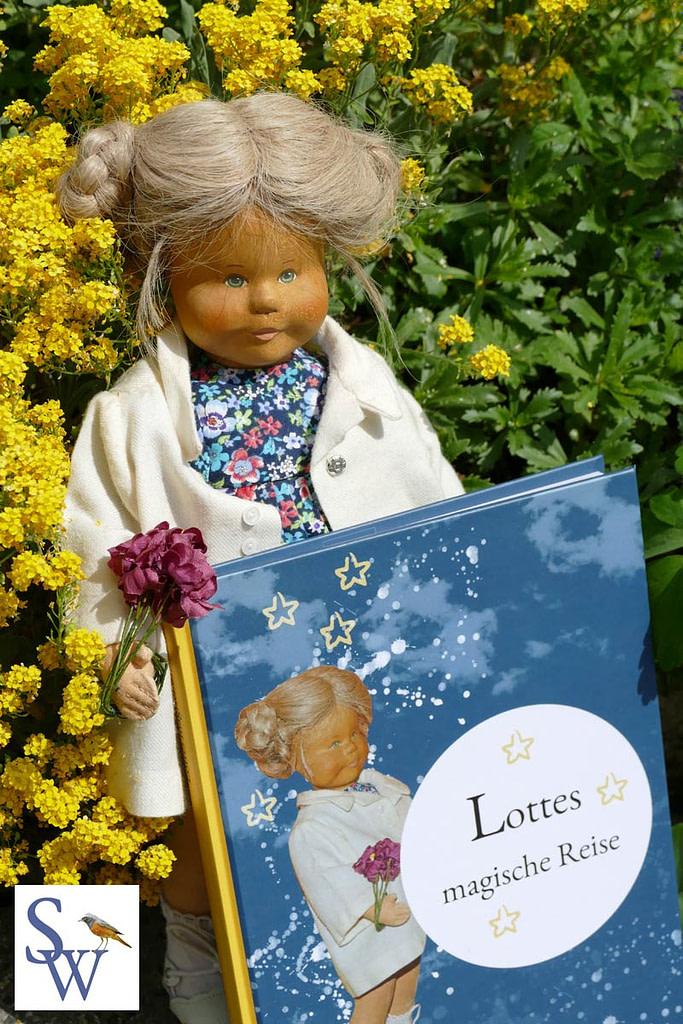 """Lotte stellt ihr Buch """"Lottes magische Reise"""" vor."""